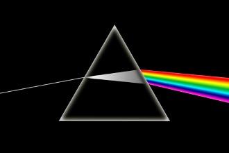 lumière passant à travers un prisme